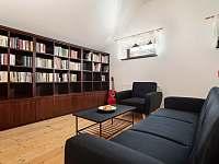 Společné prostory - knihovna - Závada
