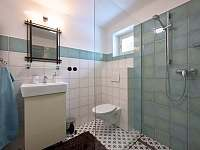 Koupelna- celkový pohled - chalupa ubytování Spálov