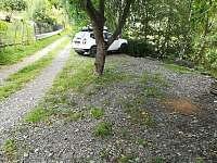 Parkoviště u chaty - k pronajmutí Hlubočky