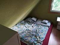 Podkrovní pokoj - chata k pronajmutí Hlubočky