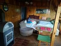 Společenská místnost s rozkládacím gaučem a kuchyňským koutem - Hlubočky