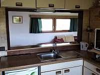Bar - v prostoru mezi kuchyní a obývacím pokojem - chata k pronajmutí Podolí u Mohelnice