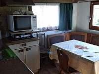 Kuchyňská linka a jídelní kout - chata ubytování Podolí u Mohelnice