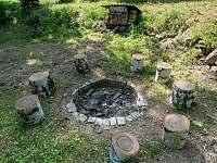Chata Liduška - ohniště se nachází za chatou - Zlaté Hory