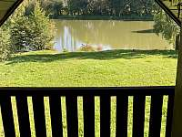 Chata Liduška - pohled z balkonu na Selský rybník - Zlaté Hory