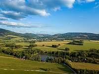 Chata Liduška - pohled z Polské strany na Selský rybník - ubytování Zlaté Hory
