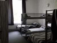 pokud chcete zaplatit 125 korun za noc, můžete sdílet pokoj v hostelu - Bouzov - Doly