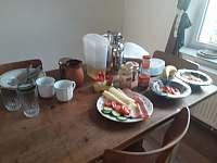 snídaně s výhledem na hrad - Bouzov - Doly