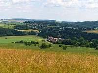 obec Kladky z pohledu od Skalek