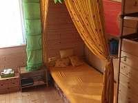 ložnice v patře - 1 manželská postel a 2 samostatná lůžka - Hlubočky - Hrubá Voda
