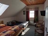 Pokoj č.2 v patře. - pronájem chalupy Hačky