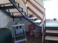 schodiště do 1 patra - chalupa k pronajmutí Hačky