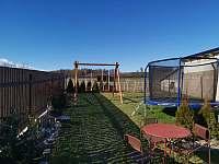 Zahrada - chalupa ubytování Hačky