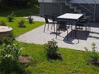 Posezení na zahradě