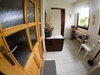 Zádveří, přes které se vstupuje do chodby. - rekreační dům ubytování Týn nad Bečvou