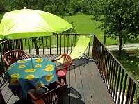 Nová prostorná odpočinková terasa 1 - chata ubytování Penčice