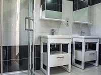 Koupelna 1 - pronájem vily Hrčava