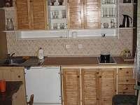 Kuchyňský kout, lednice, mkrovlnka, el., vařič, základní vybavení