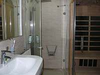 koupelna s infrasaunou v přízemí