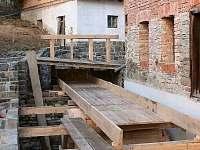 Areál vodního mlýna - vodní náhon s mlýnským kolem
