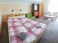 Ložnice 3 v poschodí - chalupa k pronájmu Hukvaldy