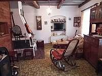 """Obyvací pokoj """"Hudební salón"""" s rozkládací pohovkou (ložnice) - chalupa k pronájmu Budišov nad Budišovkou"""