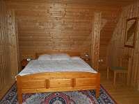 Ložnice v prvním patře - chata k pronajmutí Dolní Domaslavice