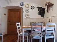 Kuchyň v malé půlce - chalupa k pronajmutí Kružberk