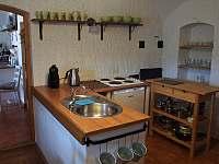 Kuchyně ve velké půlce - chalupa k pronajmutí Kružberk