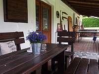 Přední terasa a pingpongový stůl - Kružberk