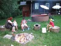 Rodinný večer u táboráku