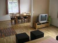Obývací pokoj - chalupa k pronájmu Palkovice