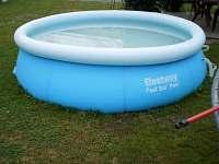 bazén u domu - apartmán k pronajmutí Bělkovice-Lašťany