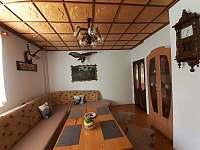 Obývacia miestnosť s posedením pre 12 osôb - chata k pronajmutí Oščadnica