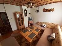 Obývacia miestnosť s posedením pre 12 osôb - chata k pronájmu Oščadnica