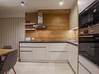 kuchyňa - vila k pronájmu Stará Lesná
