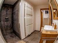 priestranná kúpelňa - vila k pronájmu Stará Lesná