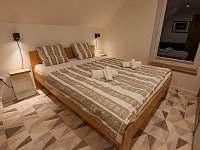 spálňa č. 2 na poschodí - vila k pronajmutí Stará Lesná