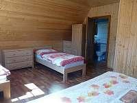 Izba-manželskú posteľ+ 3 samostatné postele