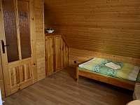 Spálňa 2 - s výhľadom do záhrady - pronájem chaty Lubela - Liptov