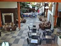 Kavárna v prostorách termálních lázní - Bešeňová