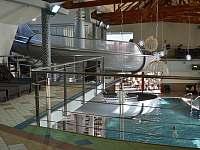 Vnitřní bazén s teplou vodou - apartmán k pronajmutí Bešeňová