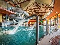 Vnitřní bazény s teplou vodou Aquapark Bešeňová l. -