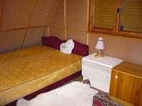 spálňa 1x manželska postel + 1x válenda