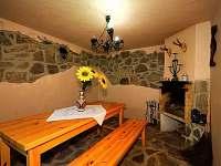Krb v chatě s posezením