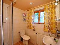 Sprchovací kout a WC (druhé WC v suterénu chaty)