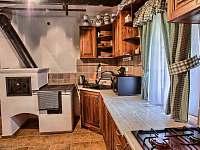 Drevenica Hybe Kuchyňa záber na pec - chalupa k pronájmu