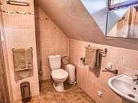 Drevenica Hybe kúpelňa pre izbu napravo na poschodí II -