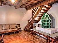 Drevenica Hybe Obývačka záber na pec -