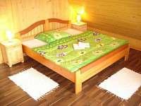 spalna zbojnickadrevenica2 2x manzelska postel - chalupa k pronajmutí Liptovský Mikuláš - Bodice